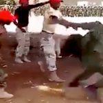 ケニアの新人兵士たち、最初の訓練として鞭打ちされてしまう・・・。