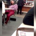 性欲が強すぎる女の子、マクドナルドの店内でオナニーしちゃう・・・。