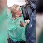 【衝撃映像】墓地に不法投棄されたゴミの中にミイラ化した人間の死体が・・・。