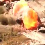 【衝撃映像】地雷除去車両で地雷を一斉に爆破する瞬間が迫力満点。