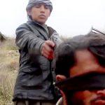 【閲覧注意】ISISの少年兵が捕虜の頭を撃ち抜くグロ動画・・・。