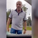 イカれたおっさんに絡まれたドライバー、車の窓ガラスを割られてしまう・・・。