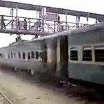 【衝撃映像】列車の上に乗ってた男、歩道橋に衝突して死亡・・・。