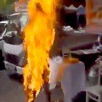 【閲覧注意】僧侶さん、灯油をかぶって焼身自殺をはかる・・・。