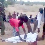 【閲覧注意】テロ組織「ボコ・ハラム」が大勢の男たちの首を切って殺すグロ動画。