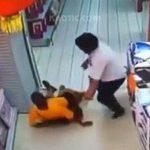 後ろに転倒して息子を押しつぶして殺してしまった父親。