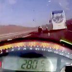 【閲覧注意】時速280キロのバイクで事故るとこうなる・・・。