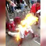 【衝撃映像】泥棒の男、リンチされたあげく生きたまま燃やされてしまう・・・。