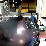 【衝撃映像】ポケットに入れていた電子タバコが爆発する瞬間。