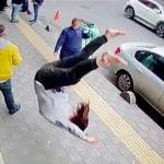 【衝撃映像】突然、空から降ってくる女の子・・・。