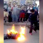 【衝撃映像】人を殺した男、暴徒と化した住民たちにより燃やされてしまう・・・。