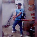 【衝撃映像】盗みを働いた2人の男が両手を銃で撃ち抜かれる映像。