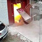 【中国】室内に保管していたガスボンベが突然大爆発する瞬間。