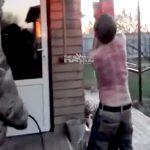 【衝撃映像】麻薬の売人さん、ライバルの売人にムチで背中をズタズタにされてしまう・・・。