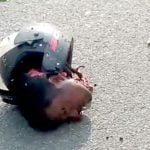 【閲覧注意】バイク事故で首が切断されてしまった男のグロ動画2本。
