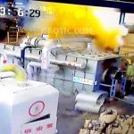 【中国】バルブの解体中、突然の爆発により3名の作業員が死亡する瞬間。