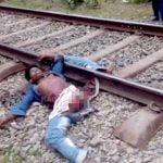 【閲覧注意】列車に左脚を切断された男が左腕をやたらと動かすグロ動画。