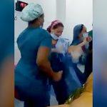 手術中に音楽に合わせてダンスを踊っていた医師と看護師、解雇される。