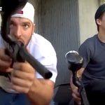 自転車をわざと放置してそれを盗んでいく人をペイント銃で撃ちまくる映像。