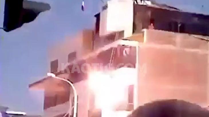 【衝撃映像】救助活動のデモンストレーション中に、感電死してしまった隊員。
