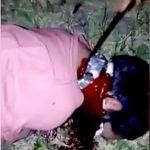 【閲覧注意】泣き叫ぶ男性の首をナイフで切って殺すグロ動画。