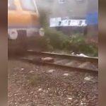 【閲覧注意】線路上に轢かれた男性の死体。その上を普通に通過する列車。