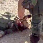 【閲覧注意】殺した敵の首を切断する兵士たちのグロ動画。