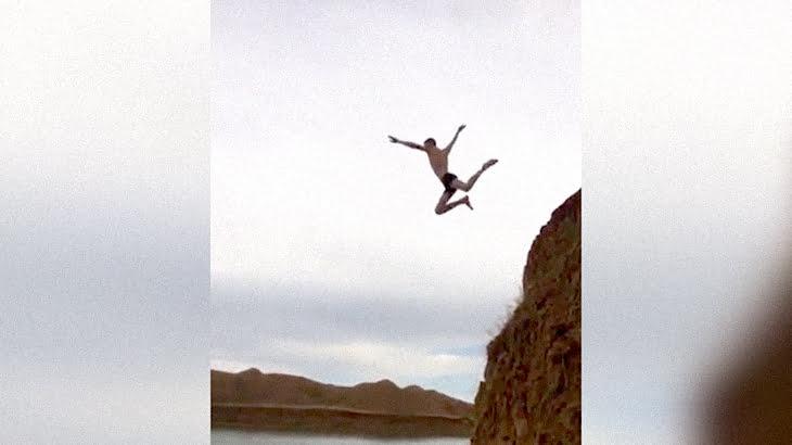 アホ男「今から湖にダイブするから見てて!」→ 届かず地面に激突。