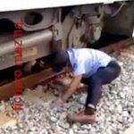 【閲覧注意】電車に轢かれて胴体真っ二つになった男の上半身と下半身を引きずり出すグロ動画。