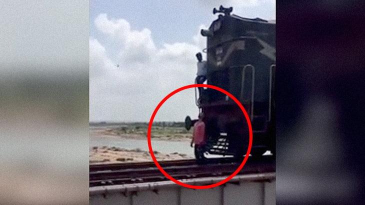 """【閲覧注意】列車の先頭に """"男性の死体を突き刺したまま"""" 走り続ける列車。"""