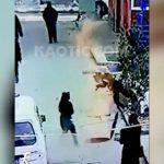 マンホールに爆竹入れて遊んでいた男の子、爆発によりまるでアニメのように吹き飛ばされてしまう。