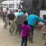 【衝撃映像】イベント会場で踊る人たちをゆっくりと轢いてしまうバス。