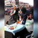 【閲覧注意】「公開右手切断の刑」に処されてしまった男性のグロ動画。