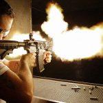 【閲覧注意】マシンガンで何十発も撃たれて頭を粉砕されてしまった男のグロ動画。