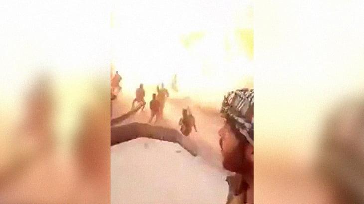 【衝撃映像】自撮りしていた兵士、ロケランで爆破される最後の映像。