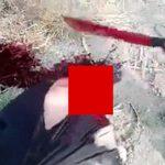 【閲覧注意】ギャングがマチェーテで男性の首を叩き切るグロ動画。