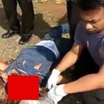 【閲覧注意】トラックに轢かれて頭が潰された男性の肉片をビニール袋に集めるグロ動画。