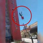 【閲覧注意】飛び降り自殺を間近で撮影したグロ動画。頭が割れて血しぶきが・・・。