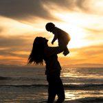 生後3ヶ月の子供がいる18歳の女性、「母の日」に事故で死んでしまった映像。