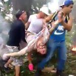 【閲覧注意】飛行機墜落現場の映像。数十人が焼けて死亡したグロ動画。