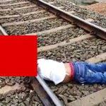 【閲覧注意】線路に横たわり列車に首を切断させて自殺した男のグロ動画。