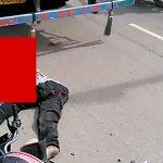 【閲覧注意】トラックに轢かれたバイカーの頭、グッチャグチャ・・・。