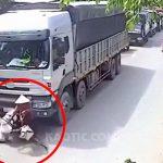 【閲覧注意】トラックのタイヤで頭を潰され脳がブシャっと飛び出るグロ動画。