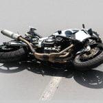 【閲覧注意】バイク事故の男性、首を切断されて胴体はグチャグチャ・・・。