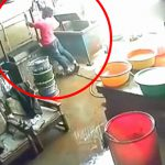 仕事場で1人作業していた男性がゆっくりと感電死する映像。