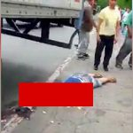 【閲覧注意】大型トラックに轢かれて頭を潰されてしまった男性のグロ動画。