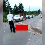 【閲覧注意】バスに轢かれて胴体が引き裂かれてしまった男性のグロ動画。
