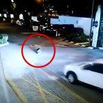 酔っ払った女の子、道路上で横になったところを車に轢かれて死亡してしまう・・・。