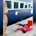 【閲覧注意】停車しきっていない電車から飛び降りた男、右脚を失ってしまったグロ動画。