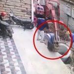 油圧ショベルの運転操作Lv.1の作業員、同僚の足を破壊してしまう・・・。